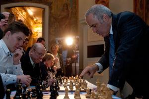 kasparov_playing_simul